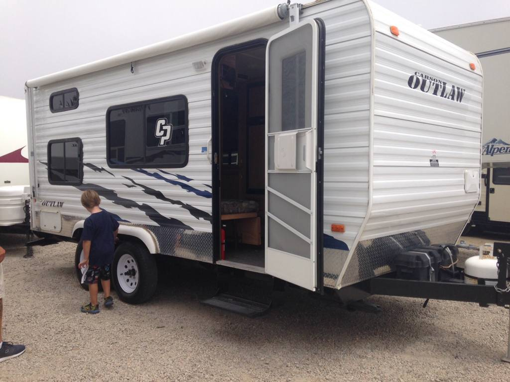 Considering purchase of small toy hauler. Need help ...